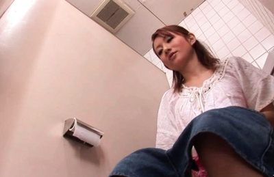 Reon Otowa Asian model shows off her pussy in the bathroom