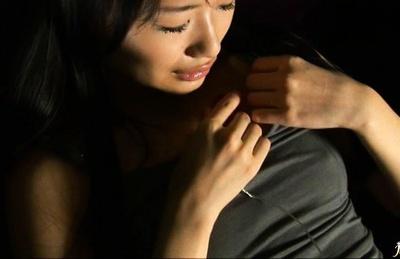 Mizumi Maki Asian model rubs her pink snatch