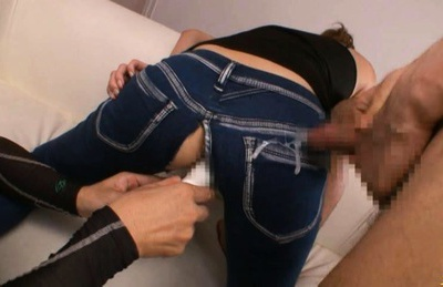 Japanese model shows off her pussy and hot ass