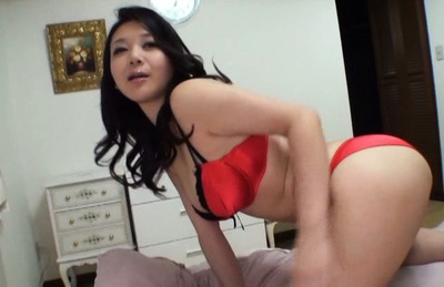 Hot milf Japanese AV Model gives amateur blowjob