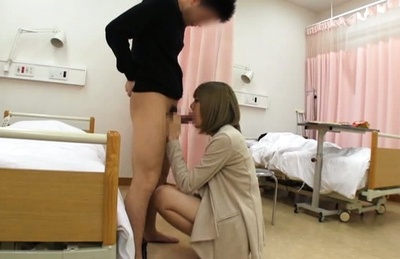 Young babe gives blowjob before having rough sex