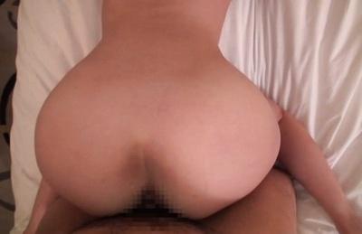 After kissing AV model endures tit licking