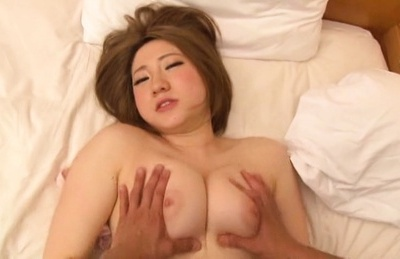 Amateur queen all alone masturbating